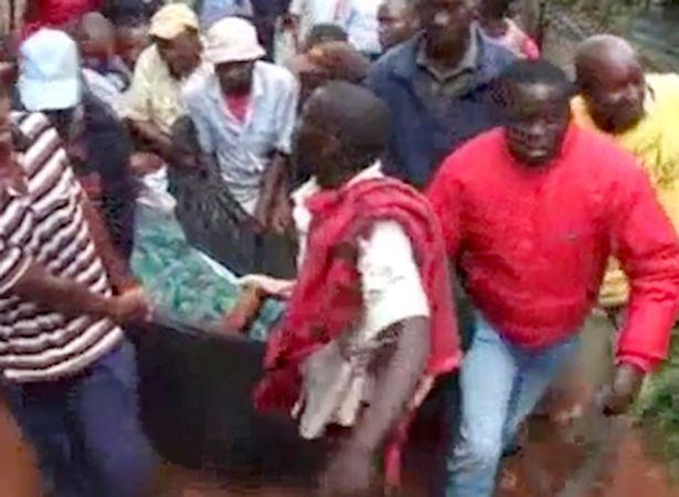 """Kenya: Cặp đôi ngoại tình """"dính chặt"""", cả làng kéo đến xem - 1"""