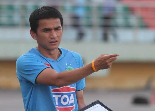 Tin nhanh AFF Cup: Kiatisuk dè dặt trước Singapore - 1