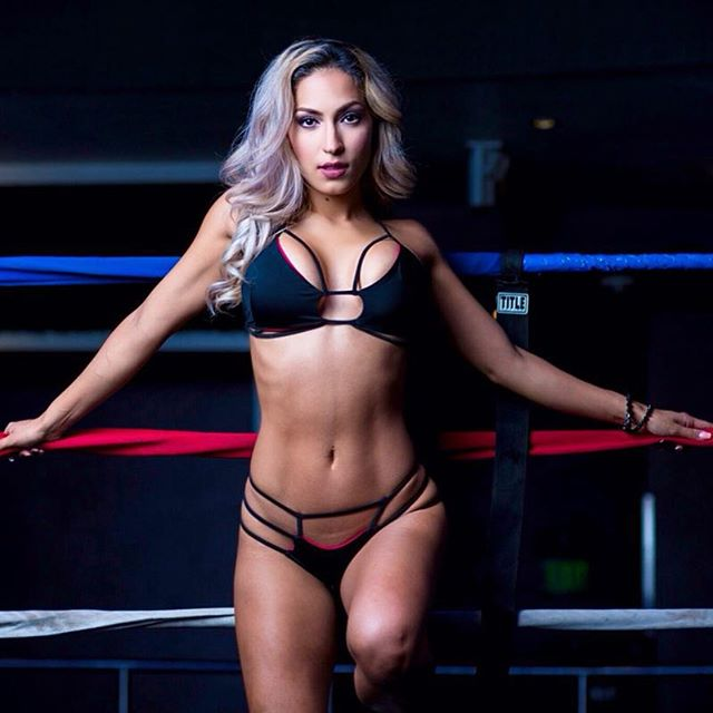 Ring girl sở hữu thân hình nóng bỏng nhờ mê gym - 12
