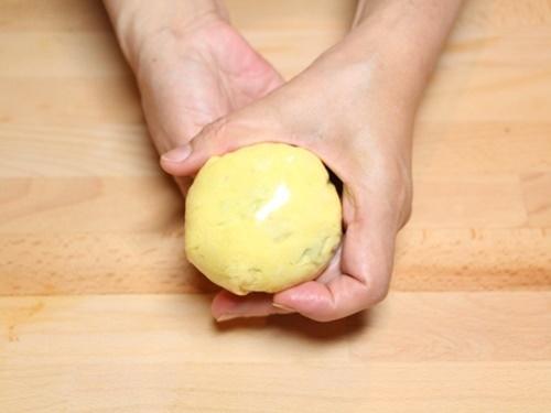 Cơm chiên bọc trứng hình gà con cực đáng yêu cho bé - 6