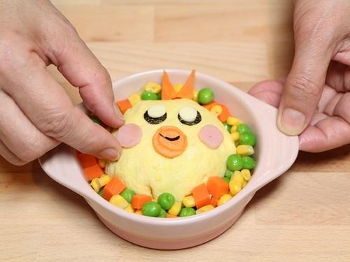 Cơm chiên bọc trứng hình gà con cực đáng yêu cho bé - 8
