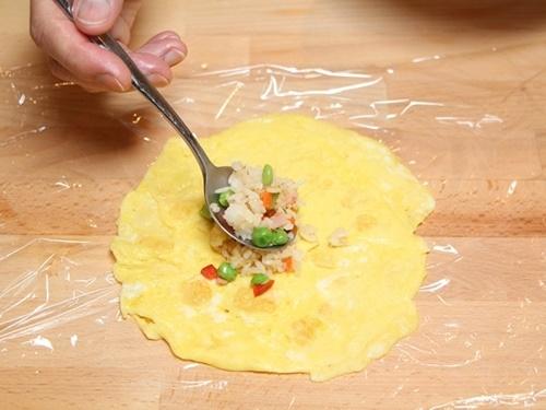 Cơm chiên bọc trứng hình gà con cực đáng yêu cho bé - 5