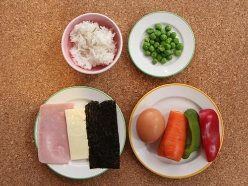Cơm chiên bọc trứng hình gà con cực đáng yêu cho bé - 1