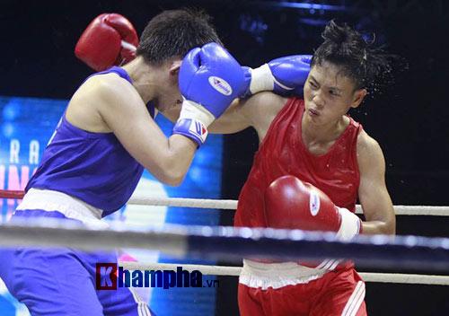 Người đẹp đội mưa xem so tài boxing Việt - Nhật - 2
