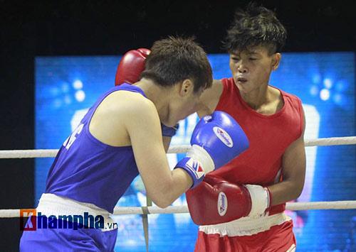 Người đẹp đội mưa xem so tài boxing Việt - Nhật - 3
