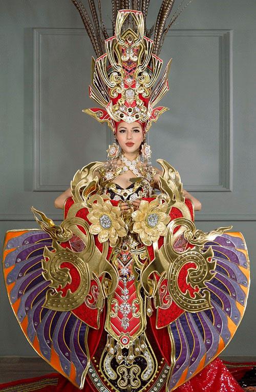 Khả Trang diện trang phục nặng 45kg thi HH Siêu quốc gia - 4