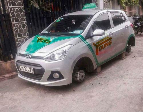 """Chuyện lạ ở Đồng Nai: Hàng loạt ô tô bị """"vặt"""" bánh trong đêm - 2"""