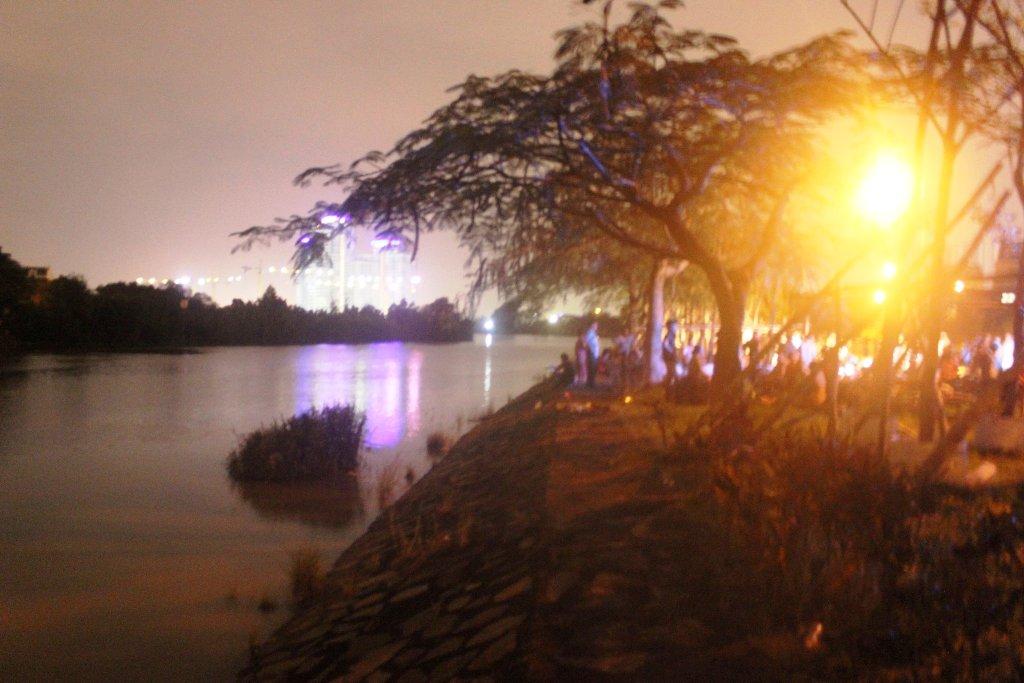 TP.HCM: 3 mẹ con bất ngờ rơi xuống sông trong đêm - 1