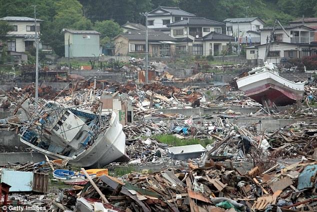 Động đất 7,3 độ Richter, cảnh báo sóng thần ở Nhật Bản - 2