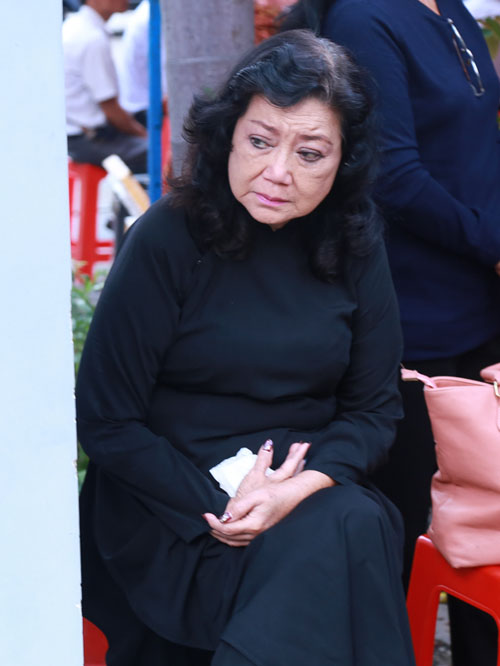 Người thân khóc ngất tiễn biệt diễn viên Huỳnh Long Hải - 3