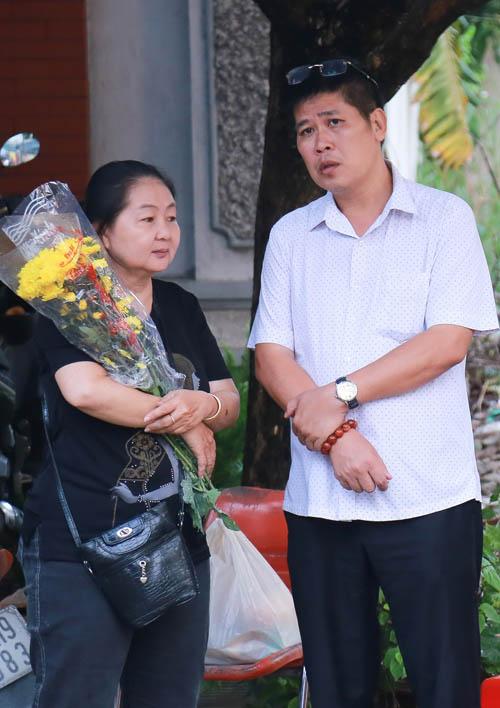 Người thân khóc ngất tiễn biệt diễn viên Huỳnh Long Hải - 5