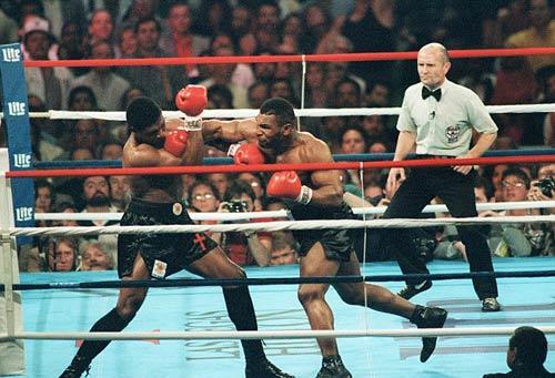 """30 năm cú knock-out đưa Mike Tyson thành """"Thần"""" - 2"""