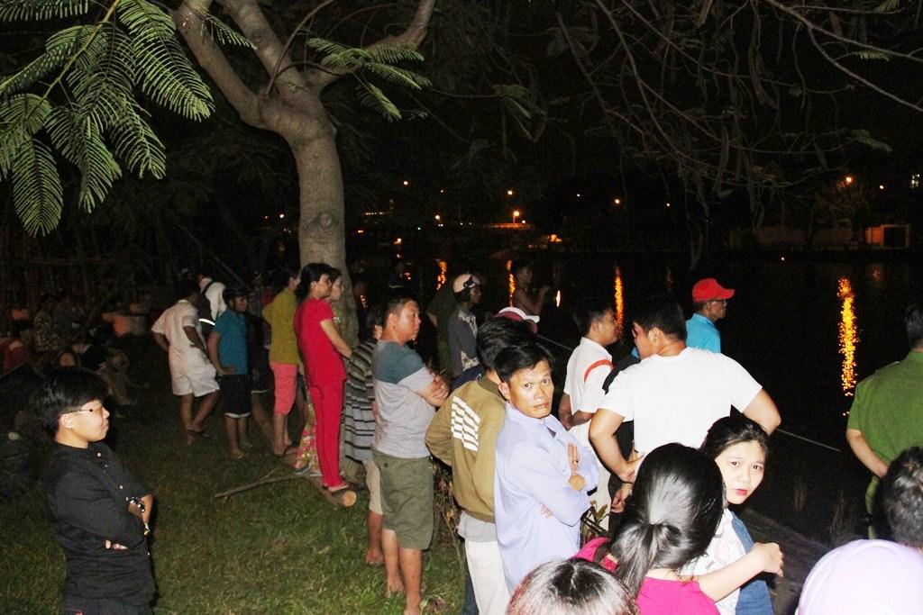 Tìm thấy thi thể người mẹ ôm con nhảy sông ở Sài Gòn - 2