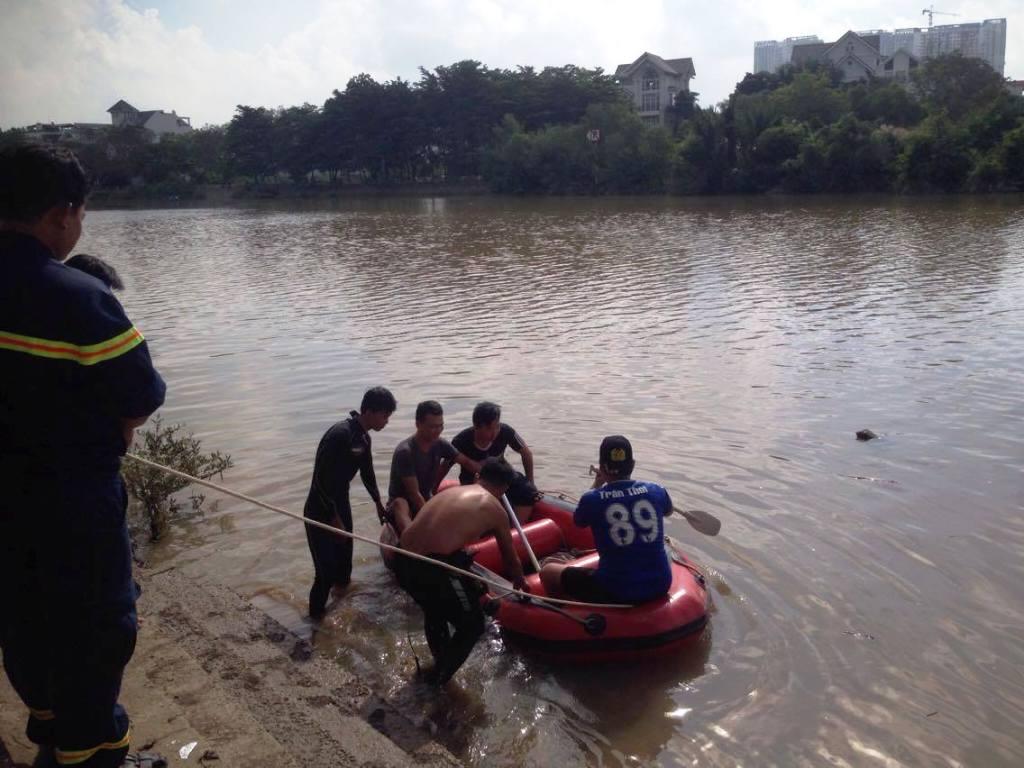 Tìm thấy thi thể người mẹ ôm con nhảy sông ở Sài Gòn - 1