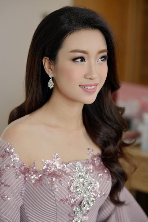 Hoa hậu Mỹ Linh di chuyển như con thoi vẫn đẹp hút mắt - 3