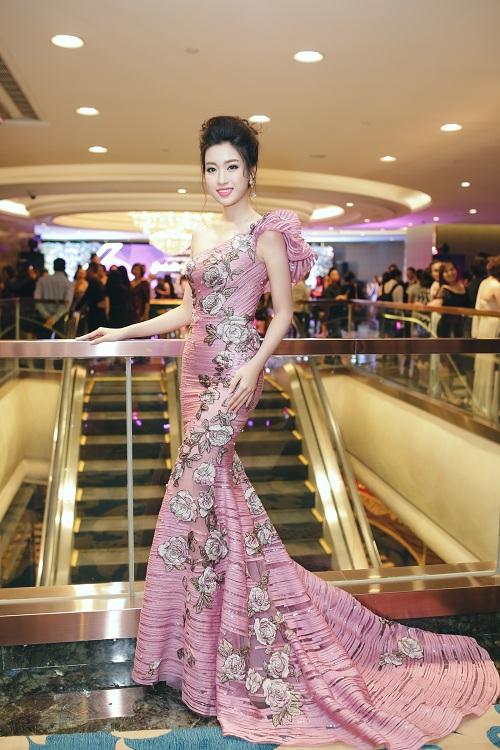 Hoa hậu Mỹ Linh di chuyển như con thoi vẫn đẹp hút mắt - 6