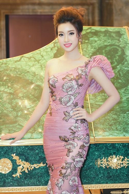 Hoa hậu Mỹ Linh di chuyển như con thoi vẫn đẹp hút mắt - 7