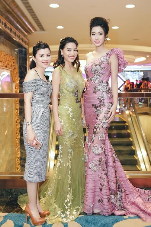 Hoa hậu Mỹ Linh di chuyển như con thoi vẫn đẹp hút mắt - 8