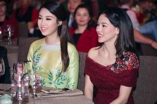 Hoa hậu Mỹ Linh di chuyển như con thoi vẫn đẹp hút mắt - 11