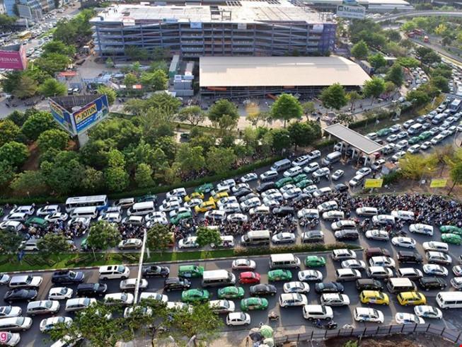 Thủ tướng trả lời TPHCM việc giảm ùn tắc ở Tân Sơn Nhất - 1