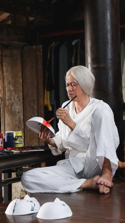 Hoài Linh gây bất ngờ với vai ông già đành hanh khó tính - 2