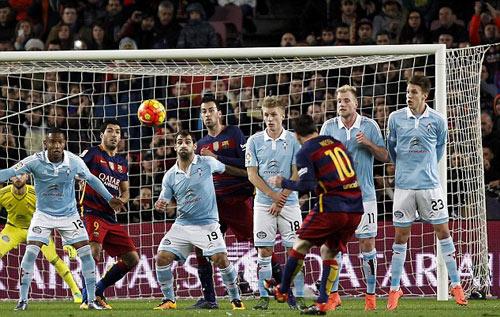 Sút phạt & hat-trick: Messi – Ronaldo đua kiểu mới - 2