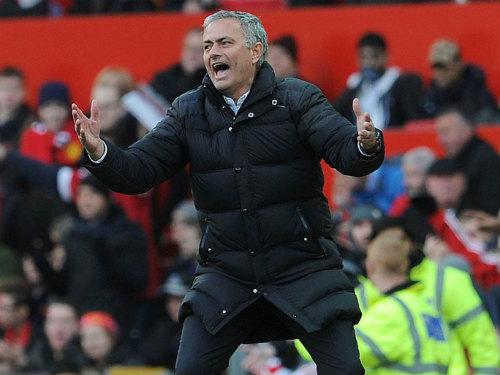 """MU: Mourinho """"bạc tóc"""" vì không vào nổi top 4 giải NHA - 1"""