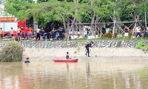Người nhái tìm thấy thi thể bé gái mất tích cùng mẹ trên sông - 1