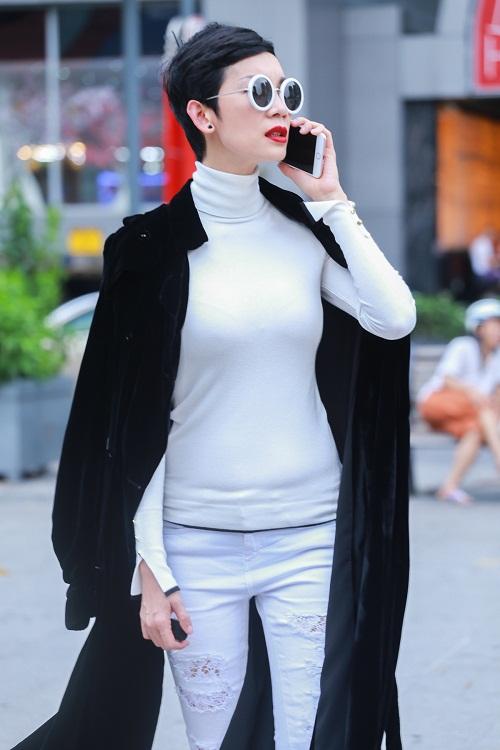 Mặc nắng gắt, mẫu Việt vẫn khoác áo len ngột ngạt - 2