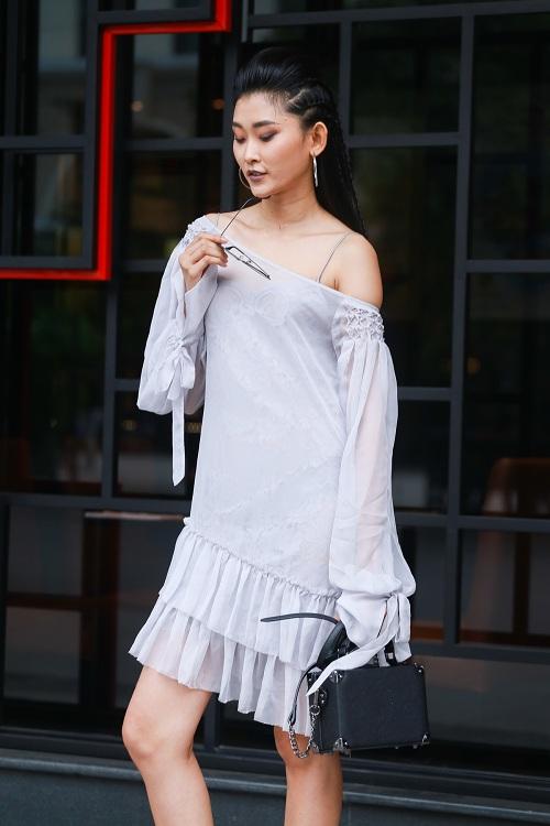 Mặc nắng gắt, mẫu Việt vẫn khoác áo len ngột ngạt - 6