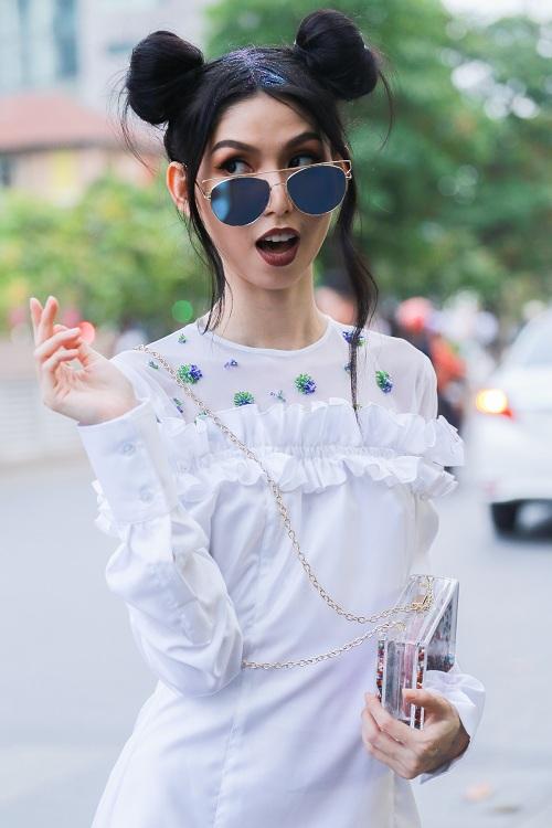 Mặc nắng gắt, mẫu Việt vẫn khoác áo len ngột ngạt - 8