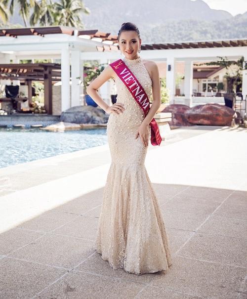 Ngắm váy đính ngọc trai của mỹ nhân Việt thi HH Châu Á - 2