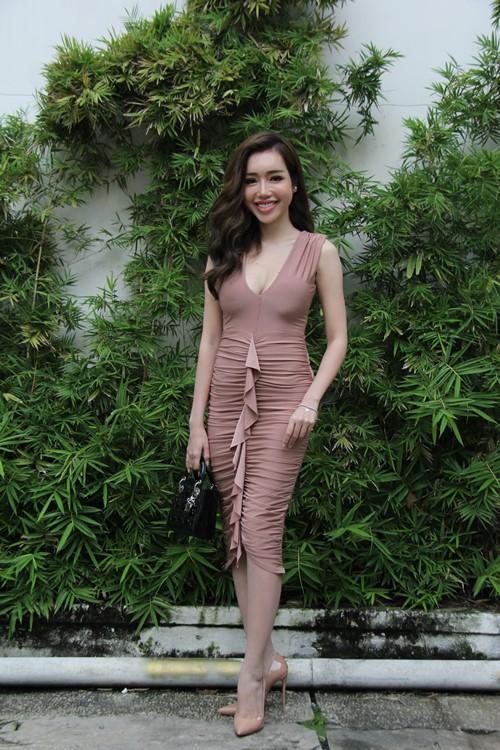 Elly Trần gợi cảm trong ngày công bố phim mới - 1