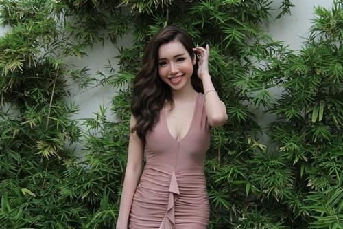 Elly Trần gợi cảm trong ngày công bố phim mới - 2