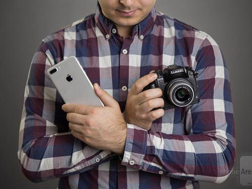 So tài chụp chân dung giữa iPhone 7 Plus với máy ảnh 1.600 USD - 1