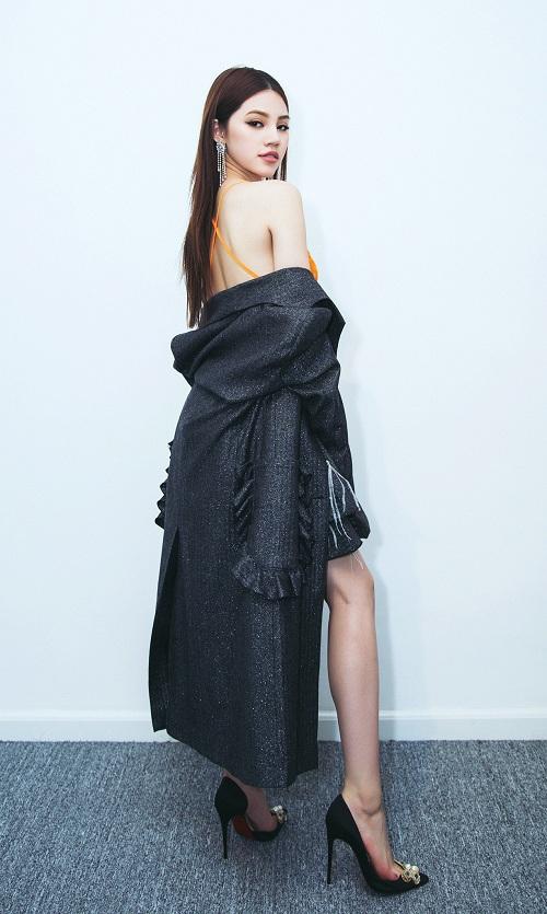 Nàng hoa hậu mê hoặc mốt vest không nội y - 5