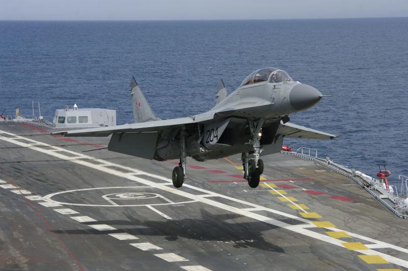 Nguyên nhân MiG-29K Nga vỡ tan khi hạ cánh ở tàu sân bay - 1