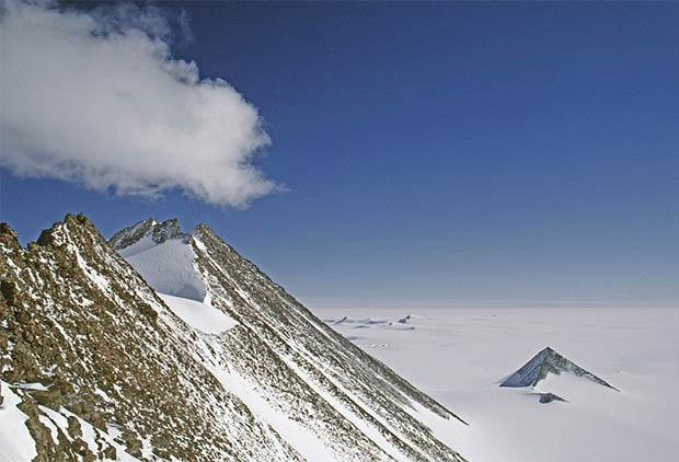 """Giới khoa học sửng sốt với """"kim tự tháp tuyết"""" ở Nam Cực - 3"""