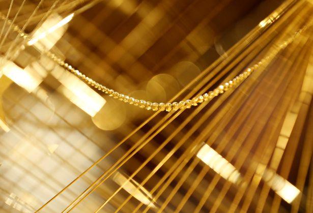 Lóa mắt với cây thông Noel làm bằng vàng ròng ở Tokyo - 3