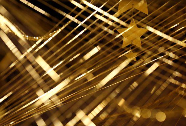 Lóa mắt với cây thông Noel làm bằng vàng ròng ở Tokyo - 2