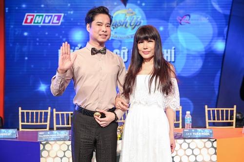 Ngọc Sơn 45 tuổi vẫn được mẹ hộ tống đi thi hát - 7