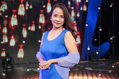 Ngọc Sơn 45 tuổi vẫn được mẹ hộ tống đi thi hát - 8