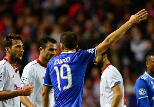 Sevilla - Juventus: Chiếc thẻ đỏ tai hại - 1