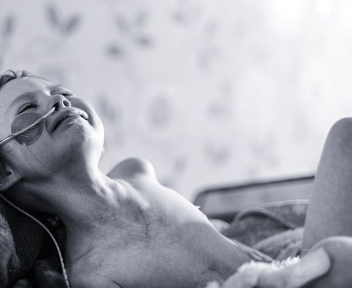 Cô bé 4 tuổi gồng mình chiến đấu với ung thư qua đời - 1