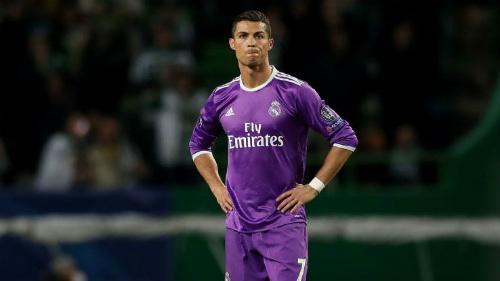 """Ronaldo """"vô tình"""" kiến tạo, san bằng kỷ lục Ryan Giggs - 1"""