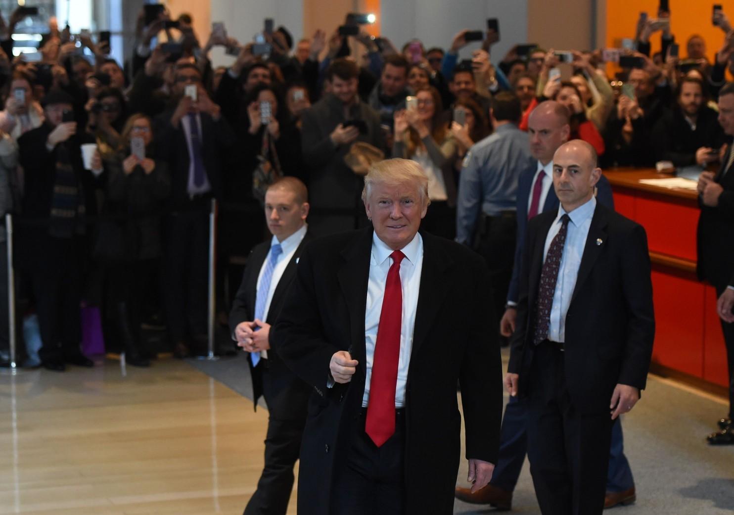 Trump nói về việc kinh doanh khi làm Tổng thống Mỹ - 1