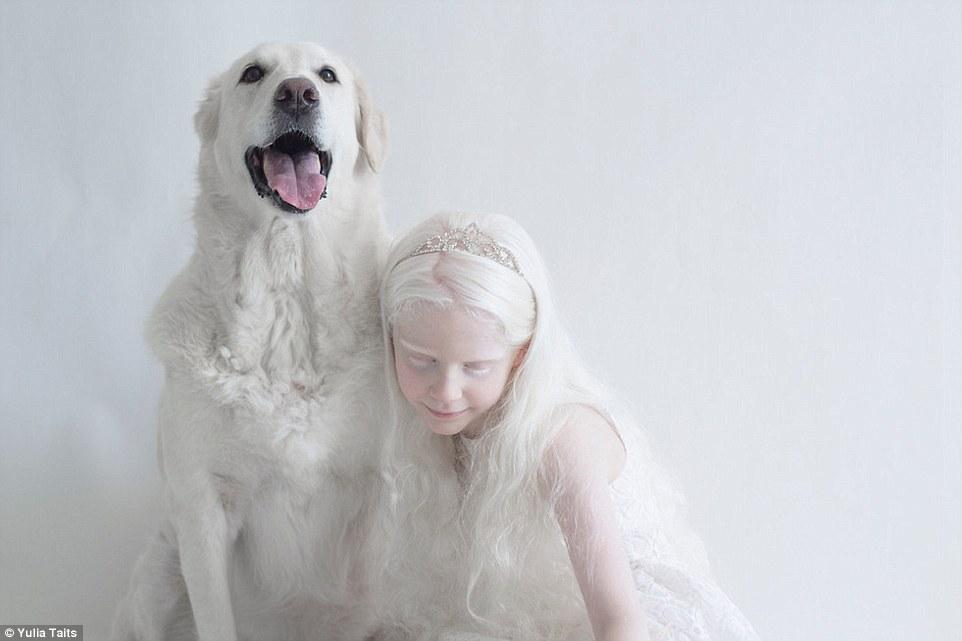 Vẻ đẹp tinh khiết khác lạ của những người Nga bạch tạng - 4