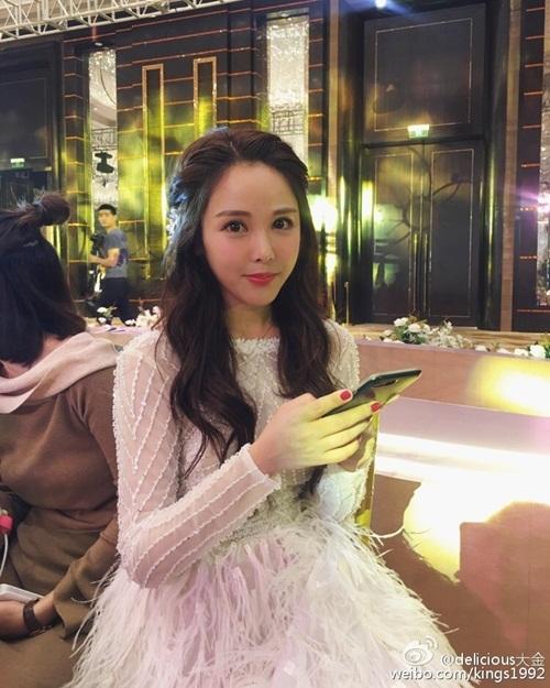 Hơn 30 triệu người xem đám cưới siêu sang của hot girl TQ - 1