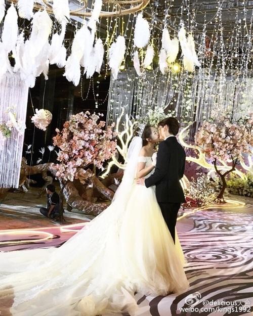 Hơn 30 triệu người xem đám cưới siêu sang của hot girl TQ - 3