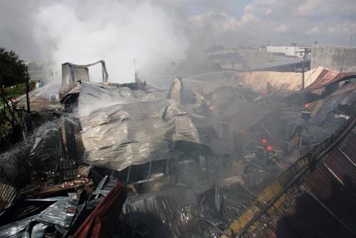 Khói lửa bao trùm xưởng sản xuất mũ bảo hiểm ở ngoại ô Sài Gòn - 4
